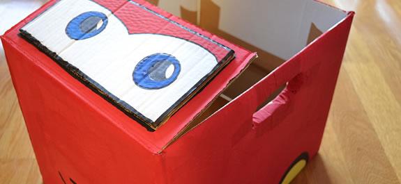 Fabrica un cochecito de cartón igual que Rayo McQueen
