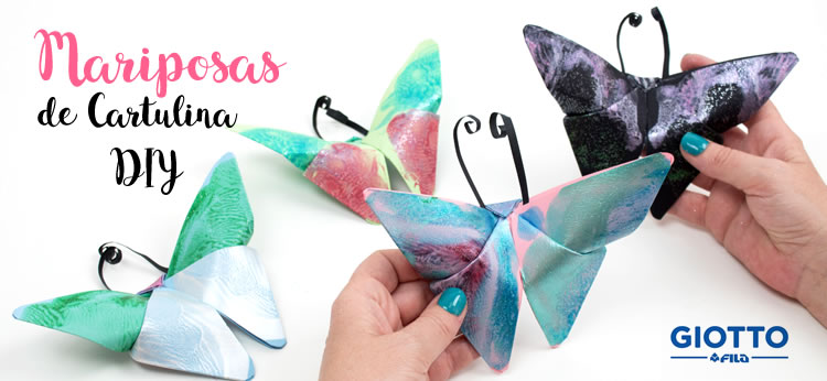 Mariposas de cartulina decoradas con témpera
