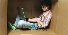 Cómo detectar y tratar la adicción a Internet de nuestro hijo