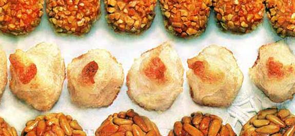 Panellets de castañada (bolitas de mazapán)