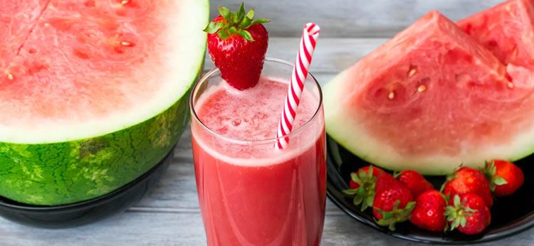 Zumo de sand a fresa y naranja natural zumos y batidos - Como hacer zumo de fresa ...