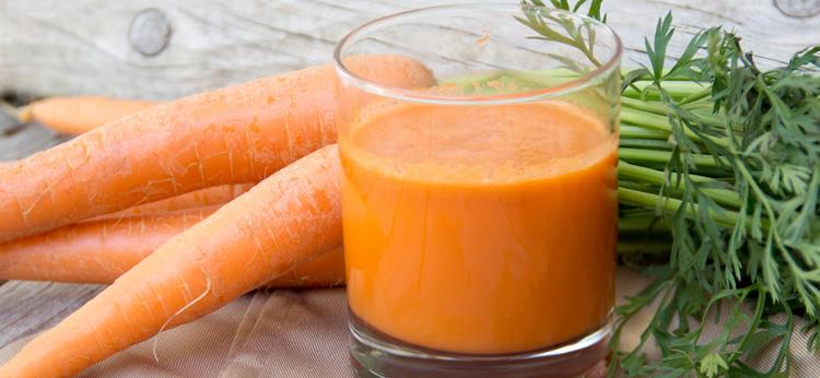 Zumo de zanahoria natural