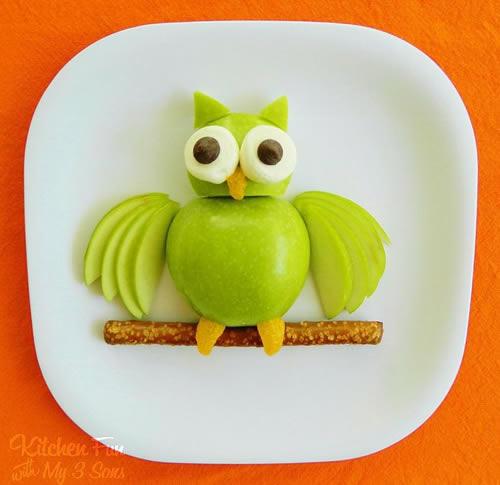 Un búho de manzana