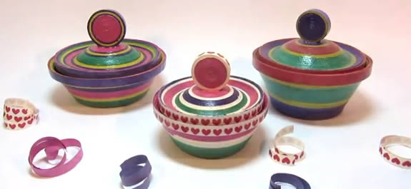 Manualidades: Cajitas de colores creativas con serpentinas