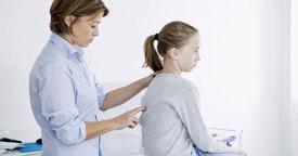 Síntomas y tratamiento de la Escoliosis juvenil